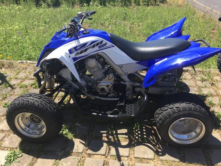 Yamaha_YFM700R_Raptor_2014_blau-weiss-2
